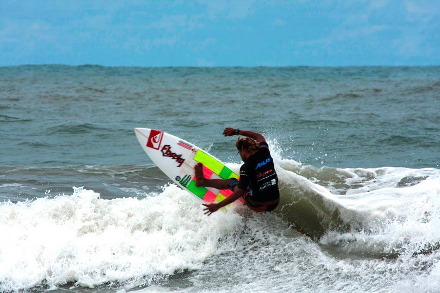 SURF EN PLAYA EL COCO