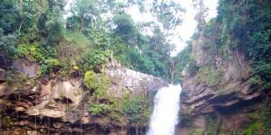 Salto de Santa Emilia Este majestuoso de gran belleza escénica y de aproximadamente 60 metros de altura, proviene de una quebrada afluente del río Yasika