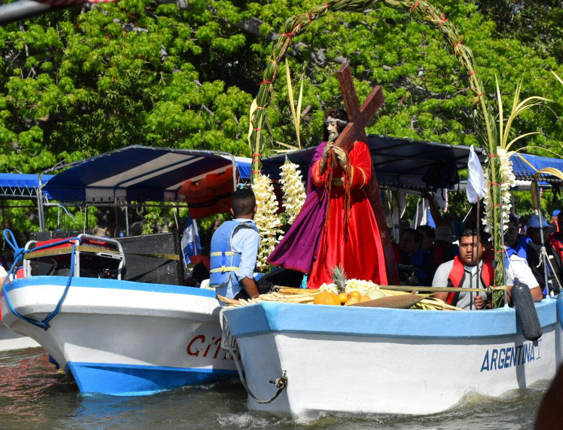 Viacrucis acuático en las Isletas de Granada