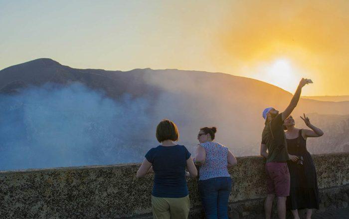 turista-Volcan-MAsaya-Nicaragua