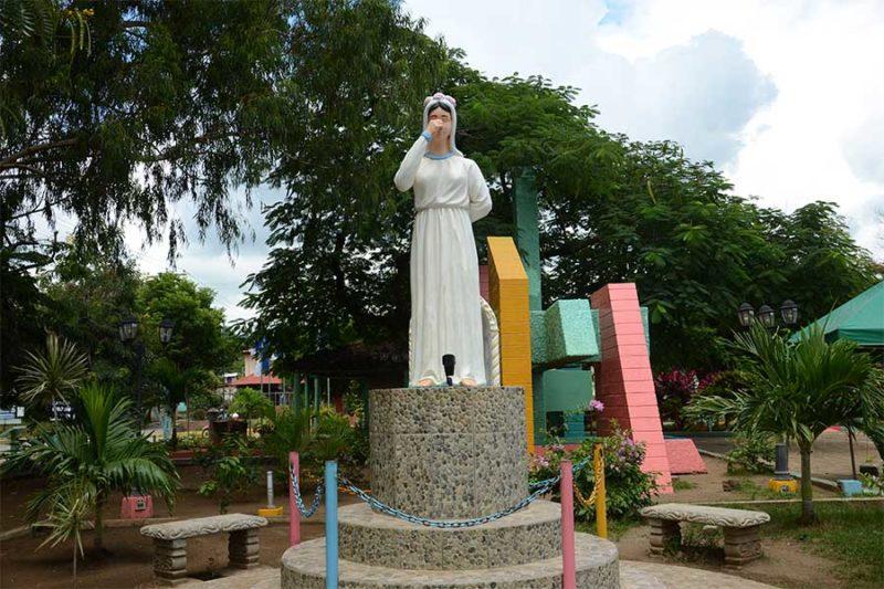 Monumento-La-Novia-de-Tola