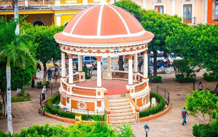 Granada---Parque-Central-Colon--Nicaragua