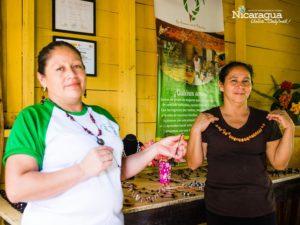 grupo de mujeres artesanas de la comunidad El Plomo
