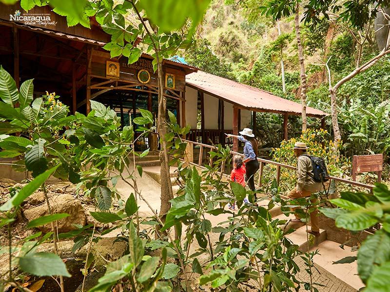 Refugio-de-Vida-Silvestre-El-Chocoyero-El-Brujo,--Managua