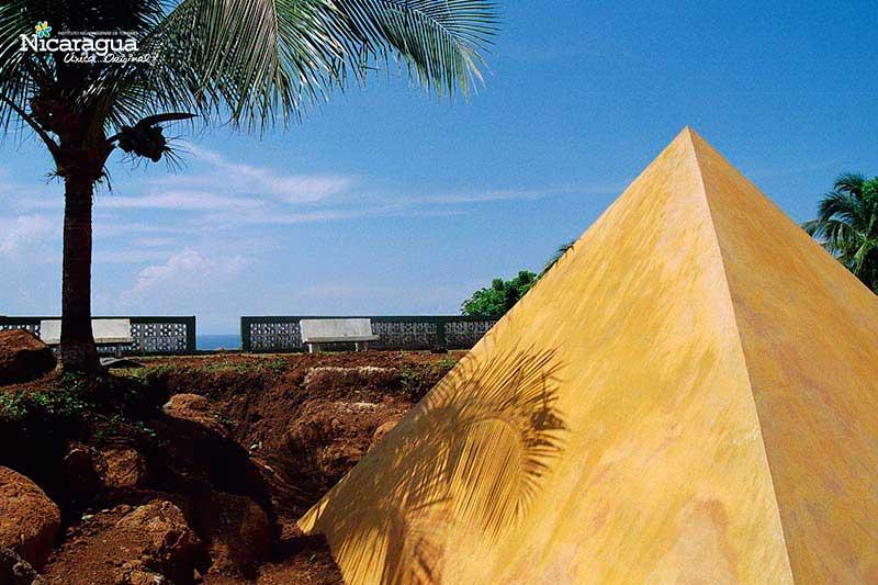 """Escultura-El-Alma-del-Mundo-o-""""The-Soul-of-the-World"""","""